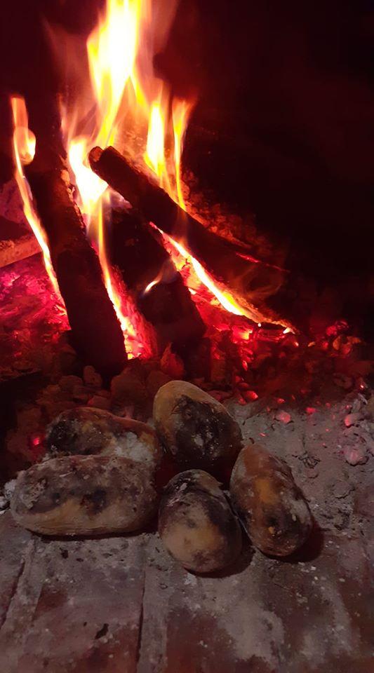 forno per pizza con patate arrosto